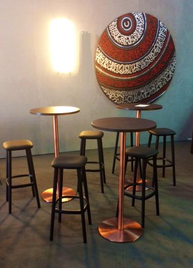 イロコデザインでレンタルできるクラシックなテーブル