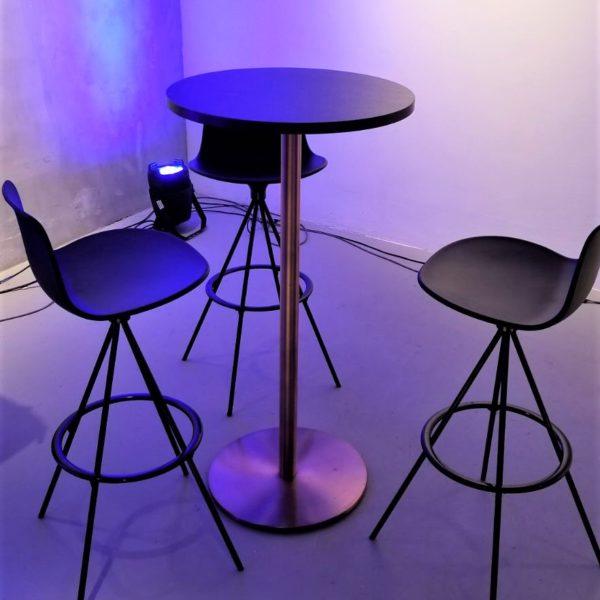 イロコデザインでレンタルできる銅を使用したテーブル