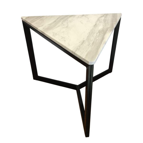 イロコデザインでレンタルできるサイドテーブル