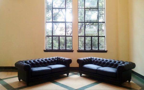 イロコデザインでレンタルできる黒いソファ