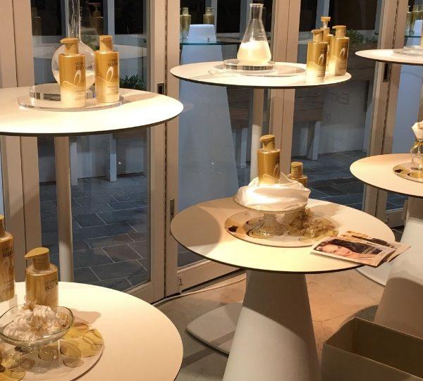 イロコデザインでレンタルできる白いテーブル