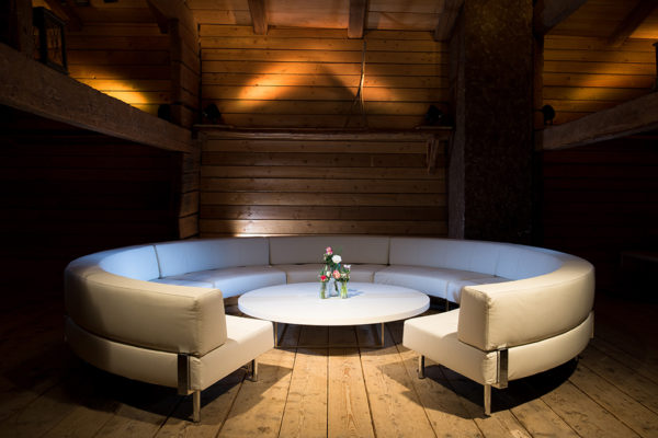 イロコデザインでレンタルできるホワイト家具