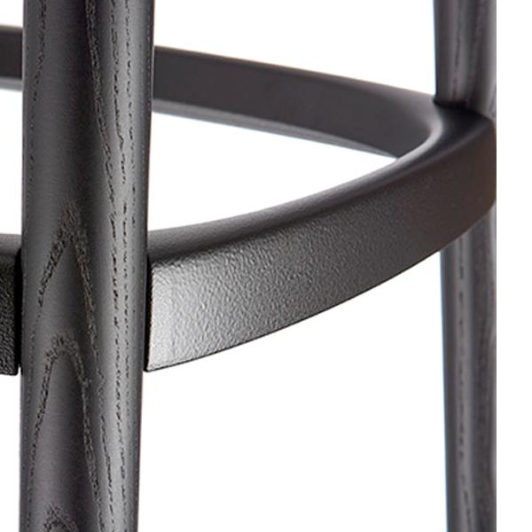 イロコデザインでレンタルできる黒いハイスツール