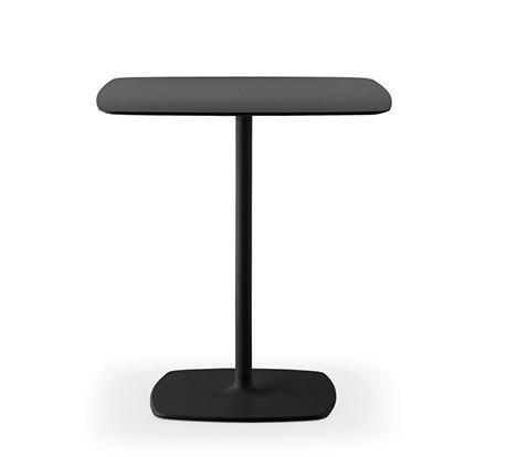 イロコデザインでレンタルできる黒いテーブル