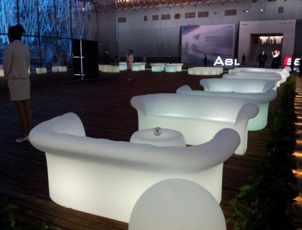 イロコデザインでレンタルできる光る屋外家具