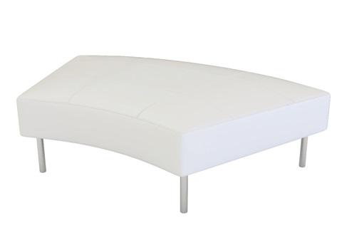 イロコデザインでレンタルできる白いベンチ